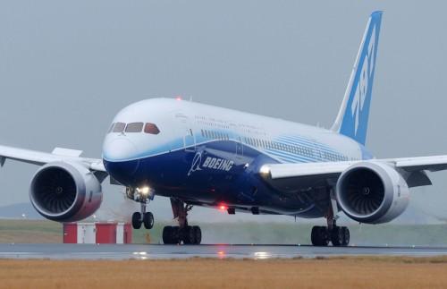 787 Landing at Sydney Australia K65674